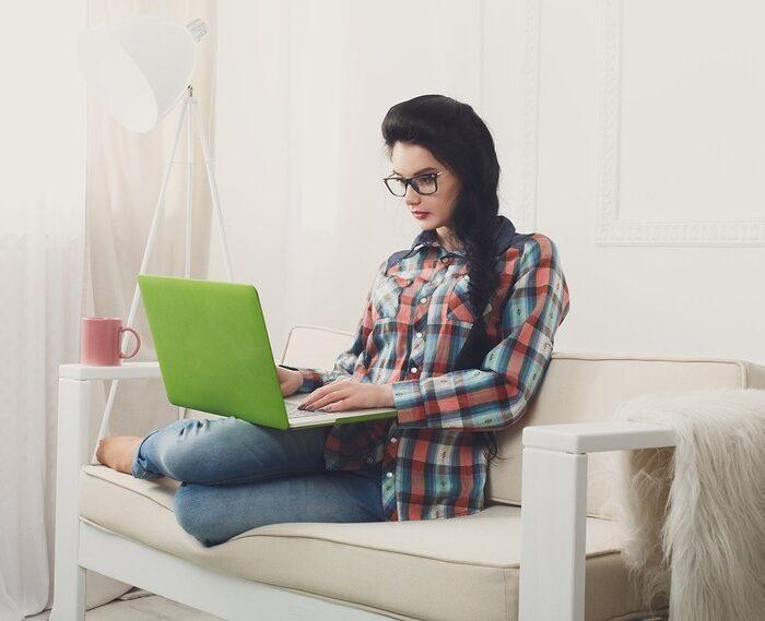 Освещение рабочего места модели вебкам