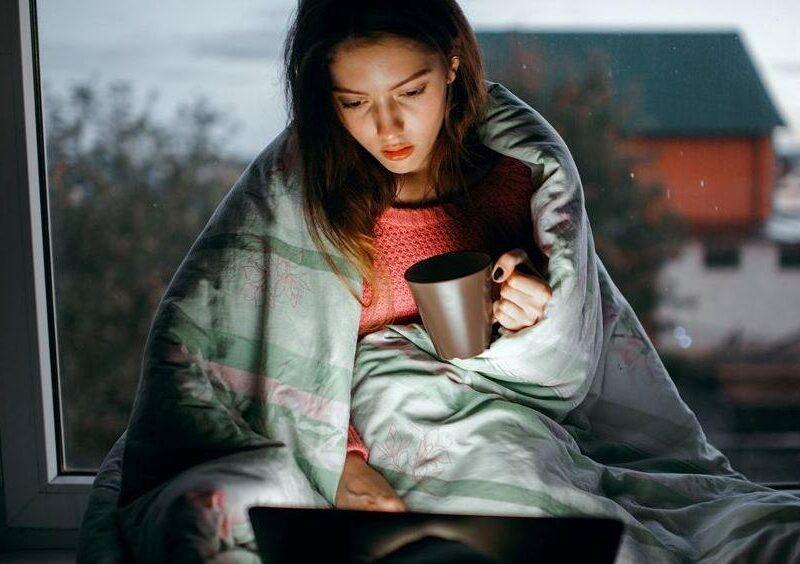 Работа ночью веб моделью в интернете