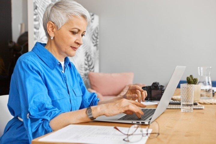 Работа на пенсии в сфере вебкам на дому