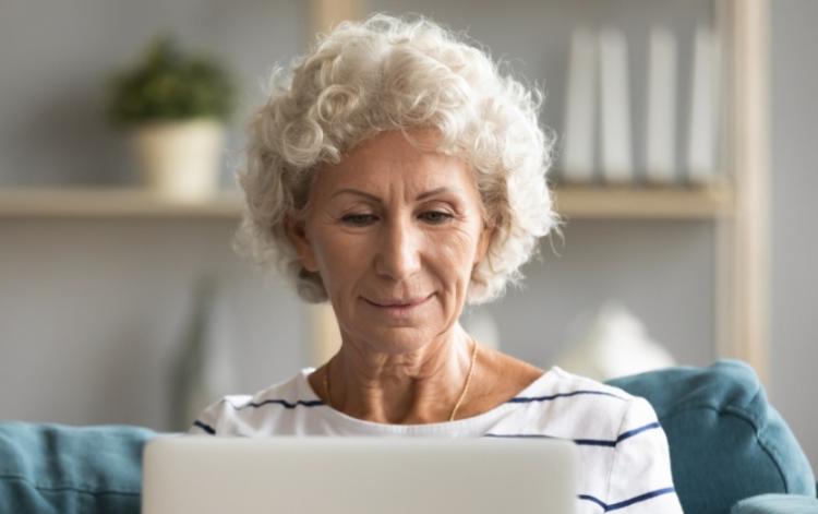 Работа в интернете для пенсионеров в вебкам бизнесе на дому